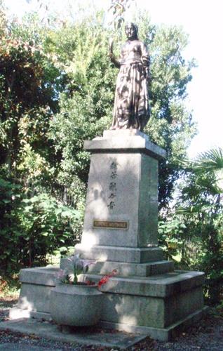 ナイチンゲール像(1).JPG